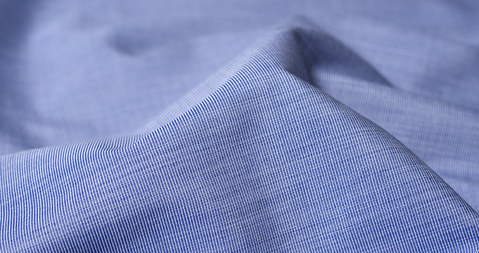 「ブロードシャツ」とはどんなシャツ?「broadcloth(ブロードクロス)」と呼ばれる生地で作られたシャツとの事。