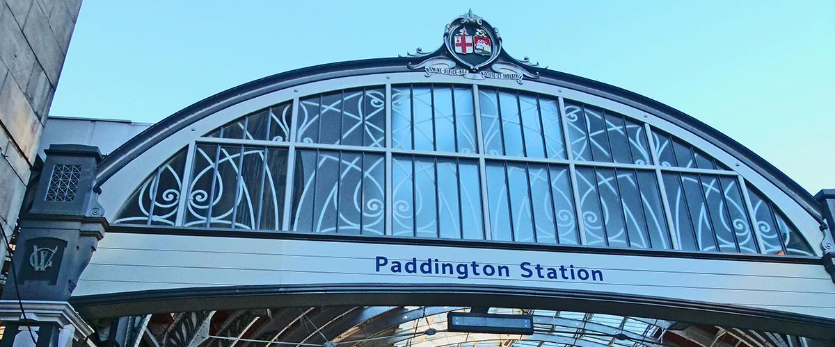 「パディントン」とはどういう意味?英語で「Paddington」と記述するとの事。