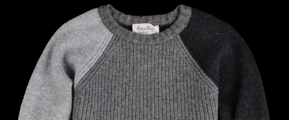 「アゼクルーネックセーター」の「アゼクルー」とはどういう意味?英語で「crew neck」と記述するとの事。