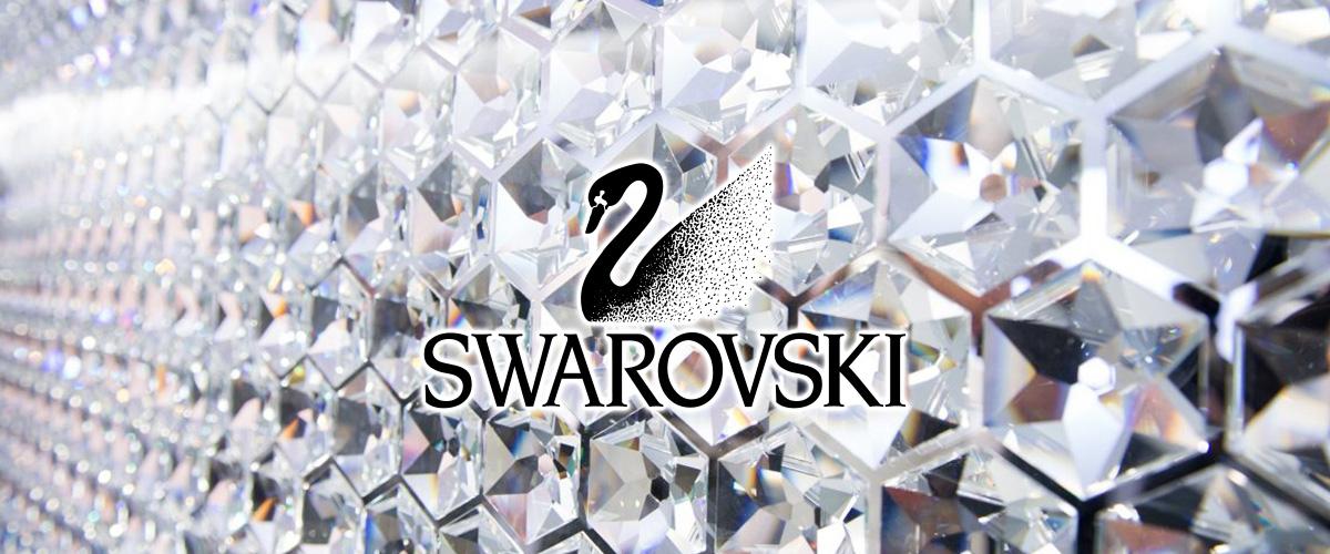 そもそも「スワロフスキー」とはどういう意味?アルファベットで「Swarovski」と記述するとの事。
