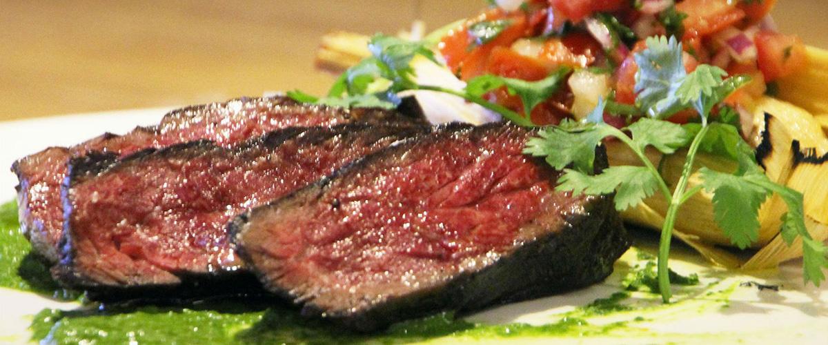 「ハンギングステーキ」とはどういう意味?英語で「hanging steak」と記述するとの事。