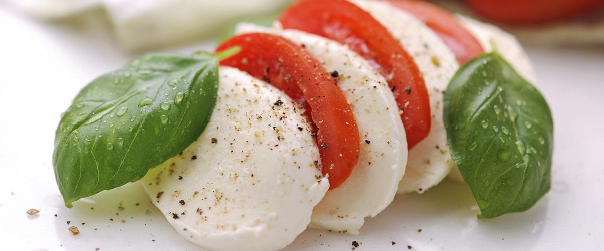 「モッツァレラ」とはどういう意味?イタリア語で「mozzarella」と記述するとの事。
