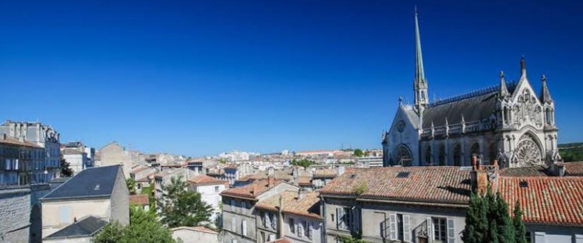 「アングレーム」とはどういう意味?フランス語で「Angoulême」と記述するとの事。