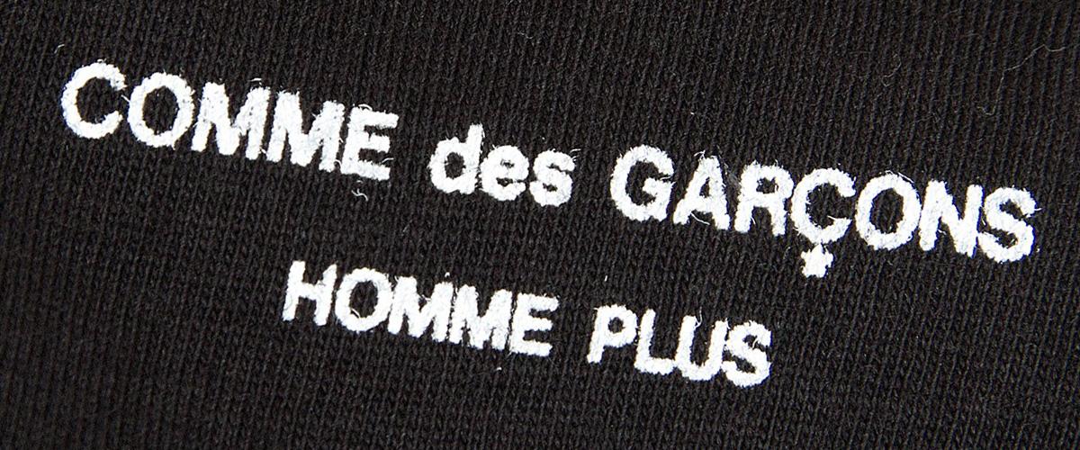 「オムプリュス」とはどういう意味?フランス語で「HOMME PLUS」と記述するとの事。