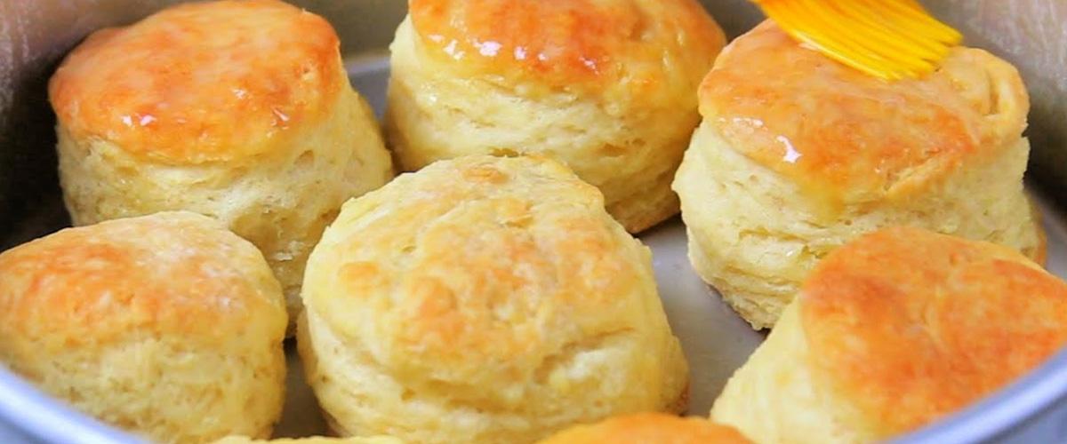 「ビスキュイ」とはどういう意味?フランス語で「biscuit」と記述するとの事。